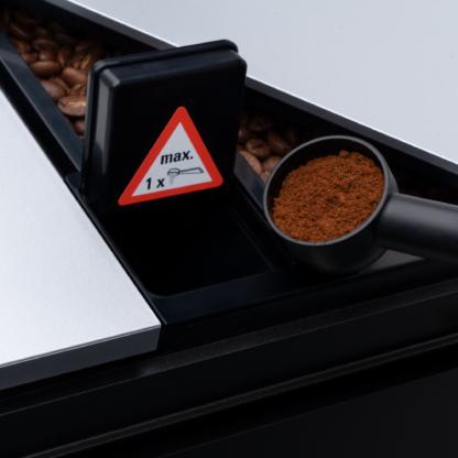 dávkovač na mletou kávu